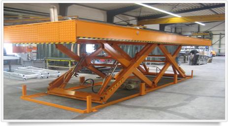 Horizontaler Doppel-Scherenhubtisch zum Be- und Entladen von LKWs
