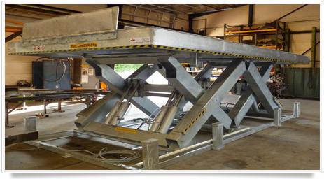 Horizontaler Doppel-Scherenhubtisch zum Be- und Entladen von Baumaschinen