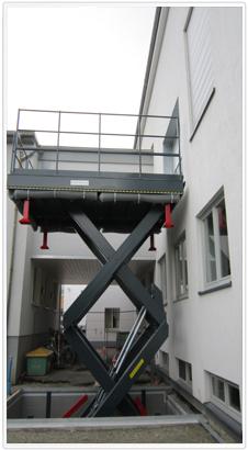 Vertikaler Doppel-Scherenhubtisch zum Gütertransport