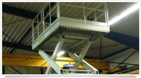 vertikaler Dreifach Scherenhubtisch für den Gütertransport