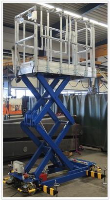 Fahrbare Hubarbeitsbühne zur Wartung von Zugwaggons